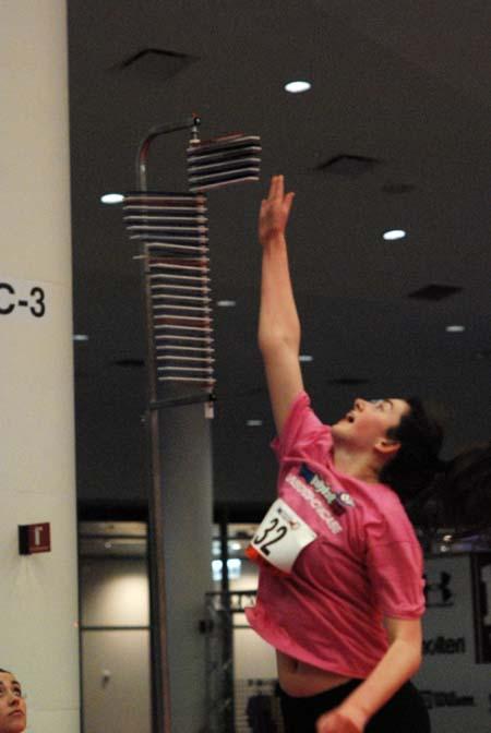 Alexis Bowler reaches for 9-10